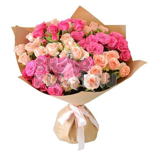 Букет кремовых и розовых роз